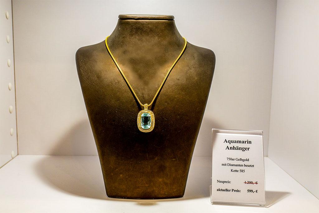 Goldanhänger (750er Gold) mit Aquamarin