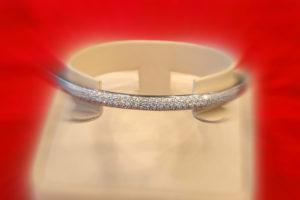 Armreif mit Diamant